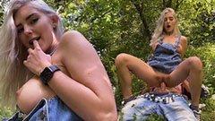 Med den magra blonda flickan i naturen