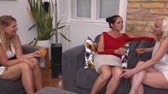 Házibuli három érett nővel