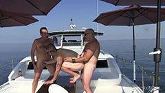 Kaptenen och de två turisterna