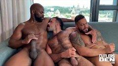 Három nagyfaszú csávó a szállodában