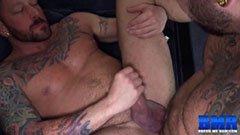 Tatuerade män med stor kuk