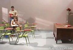A dögös diáklány rákattan a tanár úr farkára