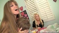 A csávó megbassza a barátnője anyját