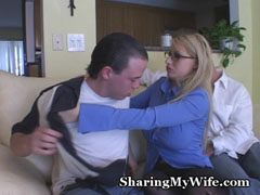 The spectacled mom gets fucked by two men