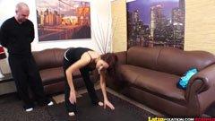 сексуални упражнения с големи гърди жената