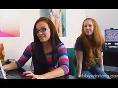 Chloe és a vöröshajú barátnő