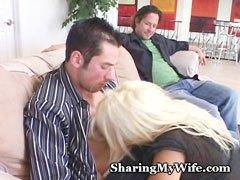 Az ízletes szőke feleség