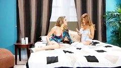Kayla Paige és Lisa Daniels, a két szomszédasszony