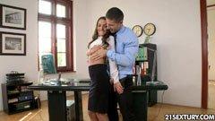 анален секс в офиса