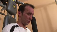 Amatør kneppe i gymnastiksalen