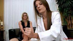 Anya, lánya és a háziorvos
