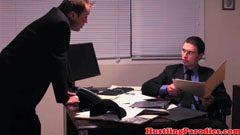 приключение на Анистън в офиса