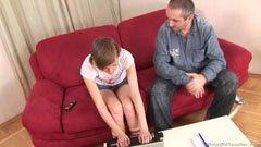 A trükkös tanárbácsi meg a fiatal lány