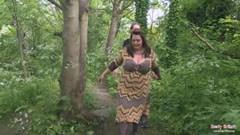 Дебелият англичанка чука в гората
