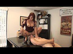 Nikki Hunter az irodában szexel