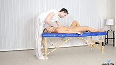Горещата блондинка и масажист