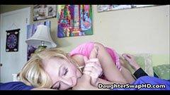 Бащата и русата момиченцето