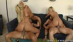 Трите блондинки котенца и двата големи пениса