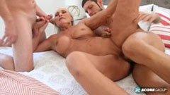 Зрелата баба и двамата приятели