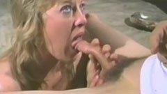 Русата съпруга мастурбира и смуче големия хуй