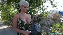 Кръстената блондинка се чука за пари