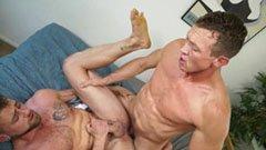Муссатите момчета правят домашно порно