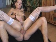 Den tyska hemmafru älskar rosa knull
