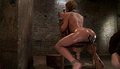 Hård tortyr i källaren