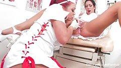 Sykepleieren forfører den hyggelige pasienten