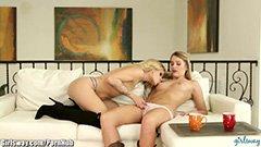 Den nya flickvän av den lesbiska blondinen