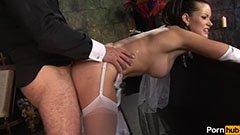 Den bystinga bruden knullar före bröllopet