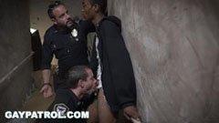 Den svarte fyren og politimennene