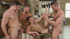 Gay sexparty i köket