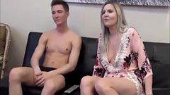 Den unga killen knullar sin styvmamma