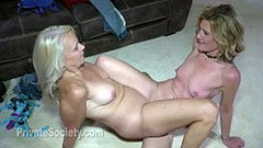 Den gamla kvinnan och mogen lesbisk