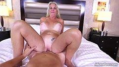 A szőke puma pornózni akar