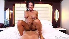 Az ötvenes hölgyemény pornózni akar