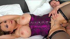 Den barmfagre kone har brug for anal sex