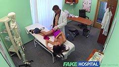 A doki meg a gyönyörű páciens